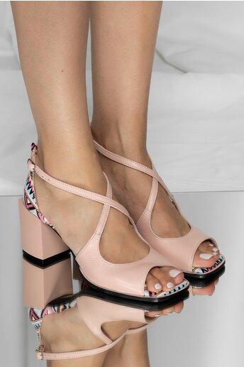 Sandale Kiara roz cu imprimeu geometric si barete incrucisate