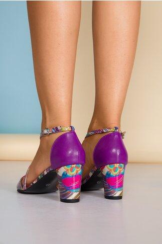 Sandale mov cu imprimeu multicolor si barete incrucisate