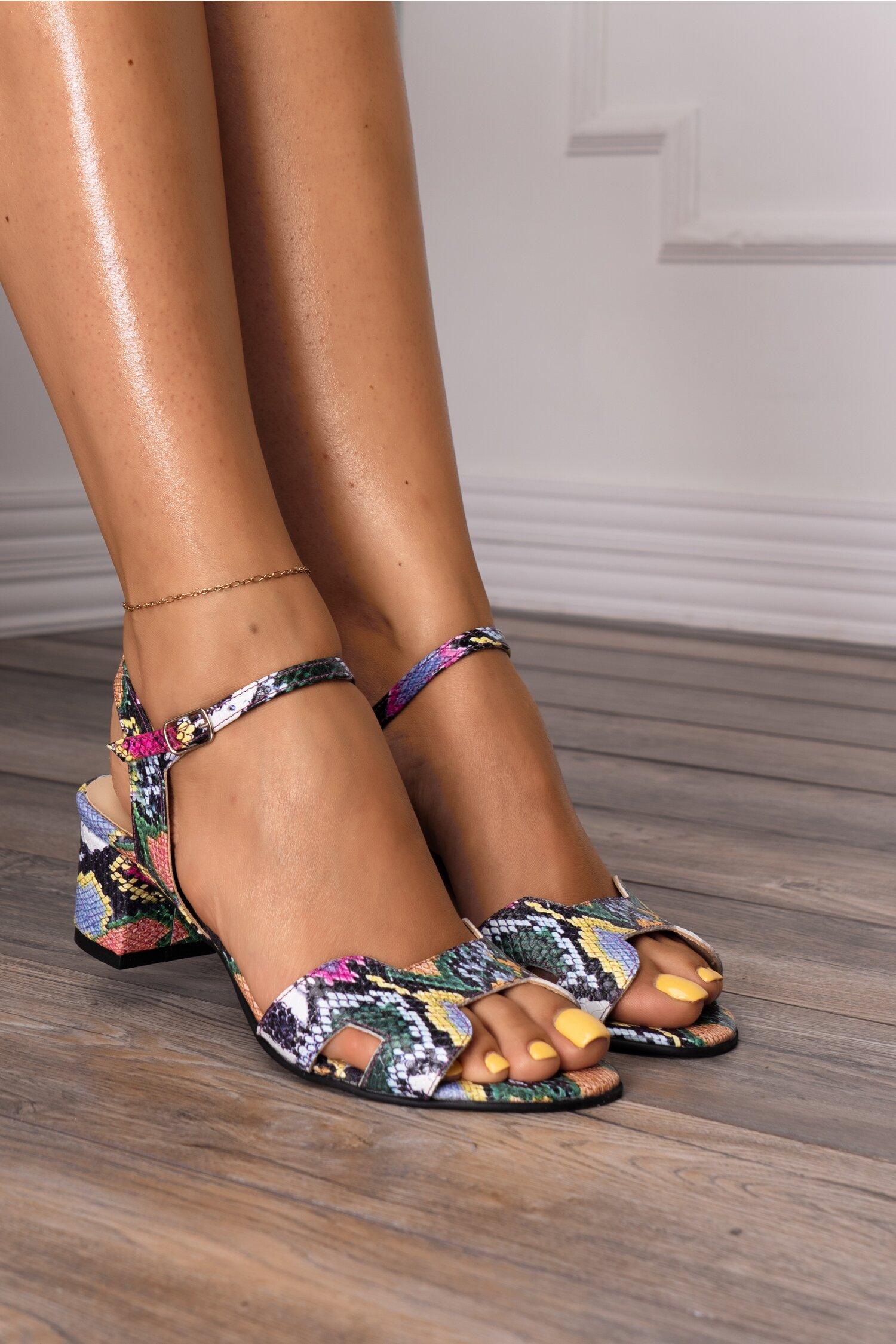 Sandale multicolore si decupaje elegante imagine