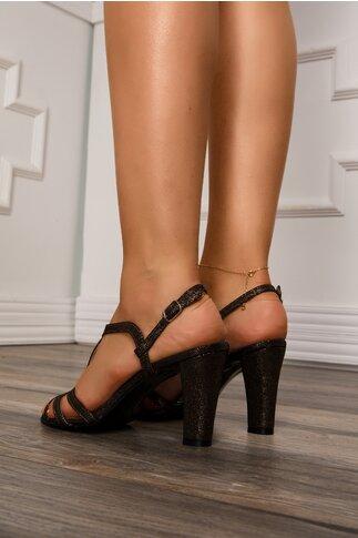 Sandale negre cu aplicatii aurii