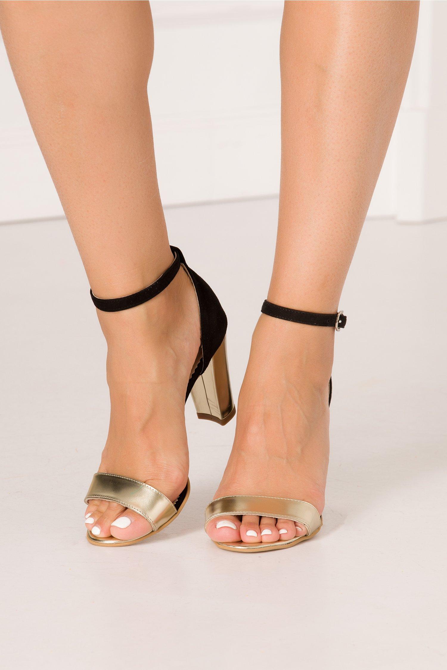 Sandale negre cu insertii aurii