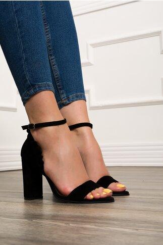 Sandale negre din piele cu volanase la calcai