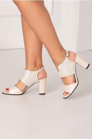Sandale nude perlat cu design deosebit si imprimeu cu picatele argintii