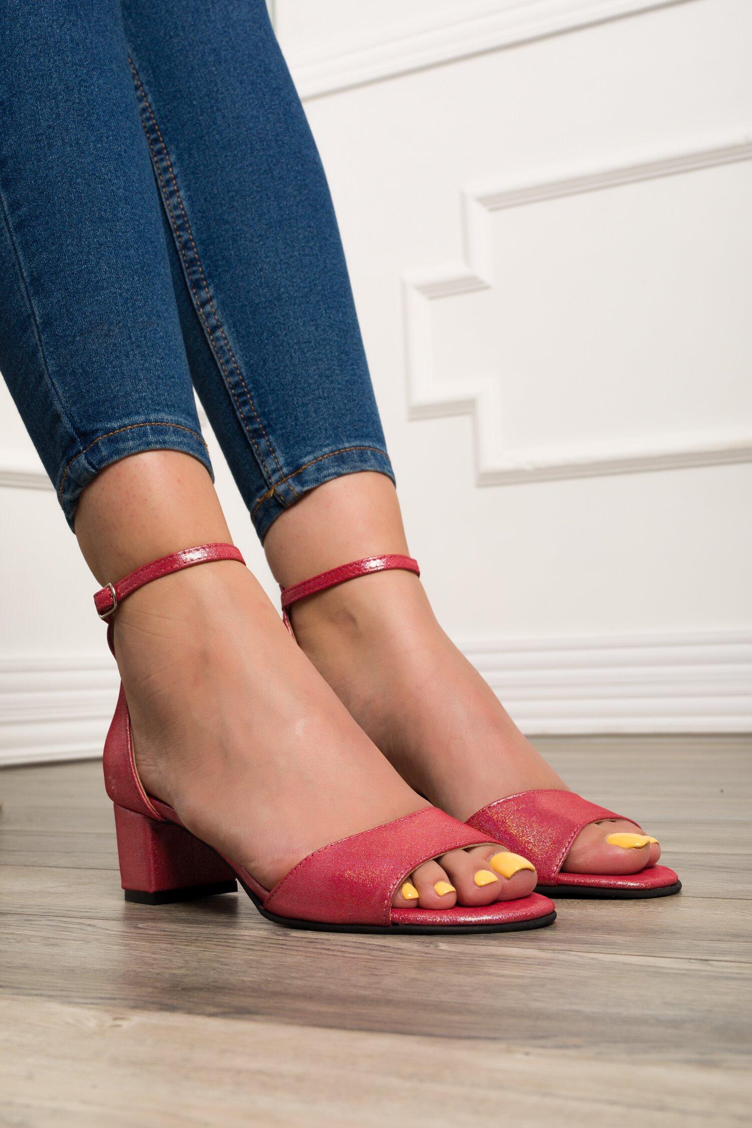Sandale roz cu particule stralucitoare imagine