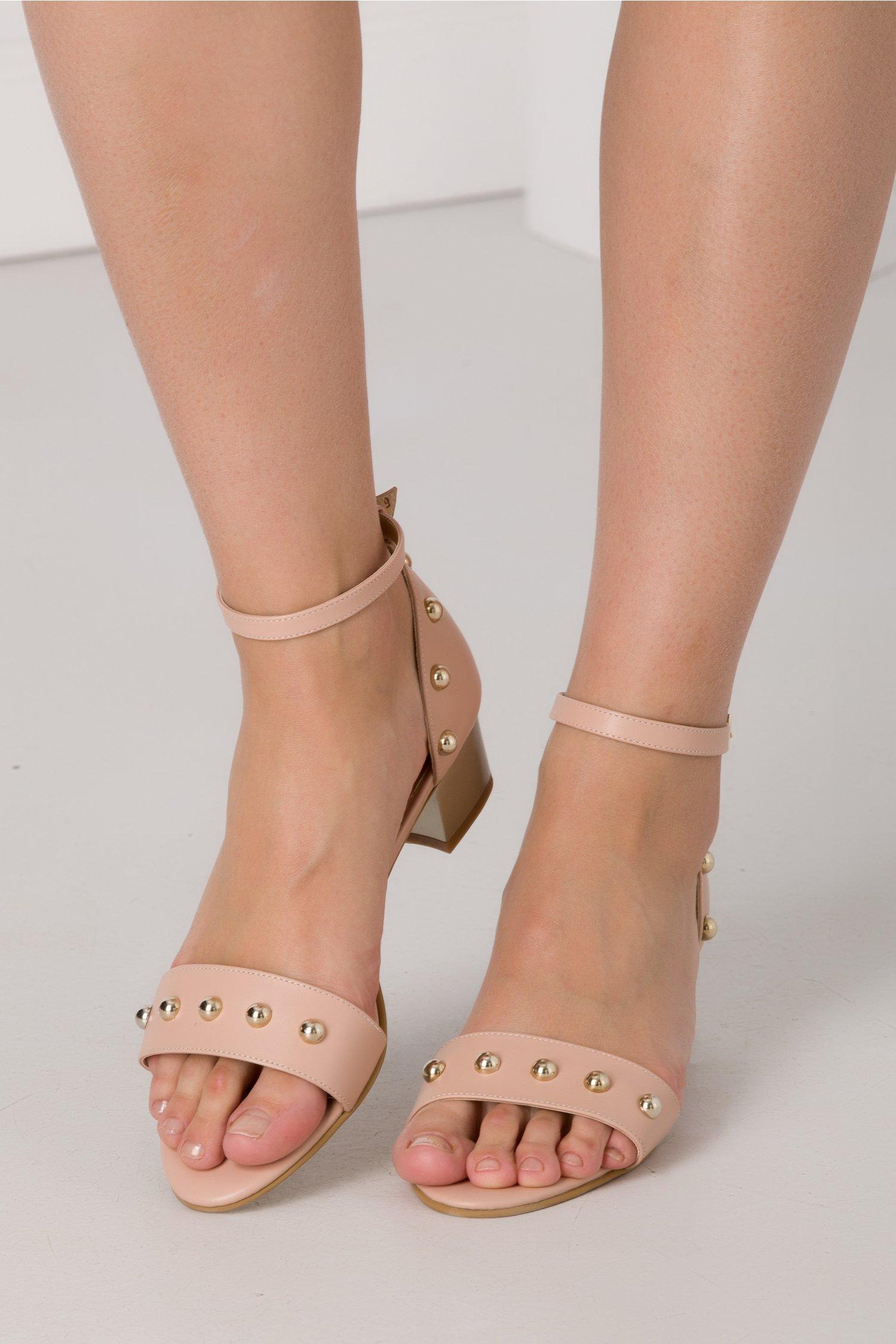 Sandale roz pal cu toc jos si insertii aurii