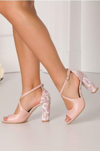 Sandale roz prafuit cu imprimeu floral