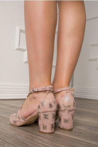 Sandale roz pudrat cu bareta incrucisata si imprimeu argintiu