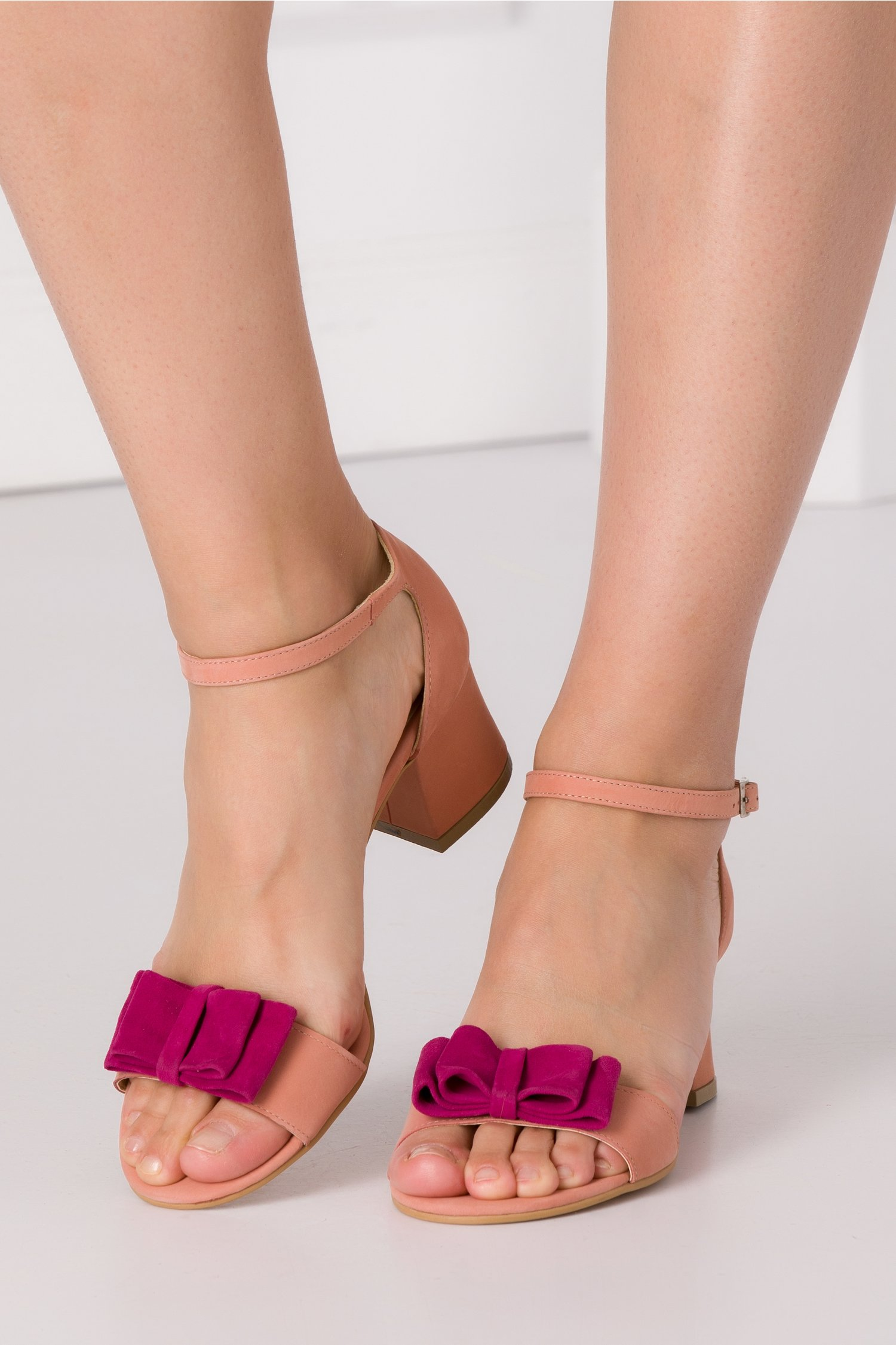 Sandale roz pudrat cu fundita maxi in fata