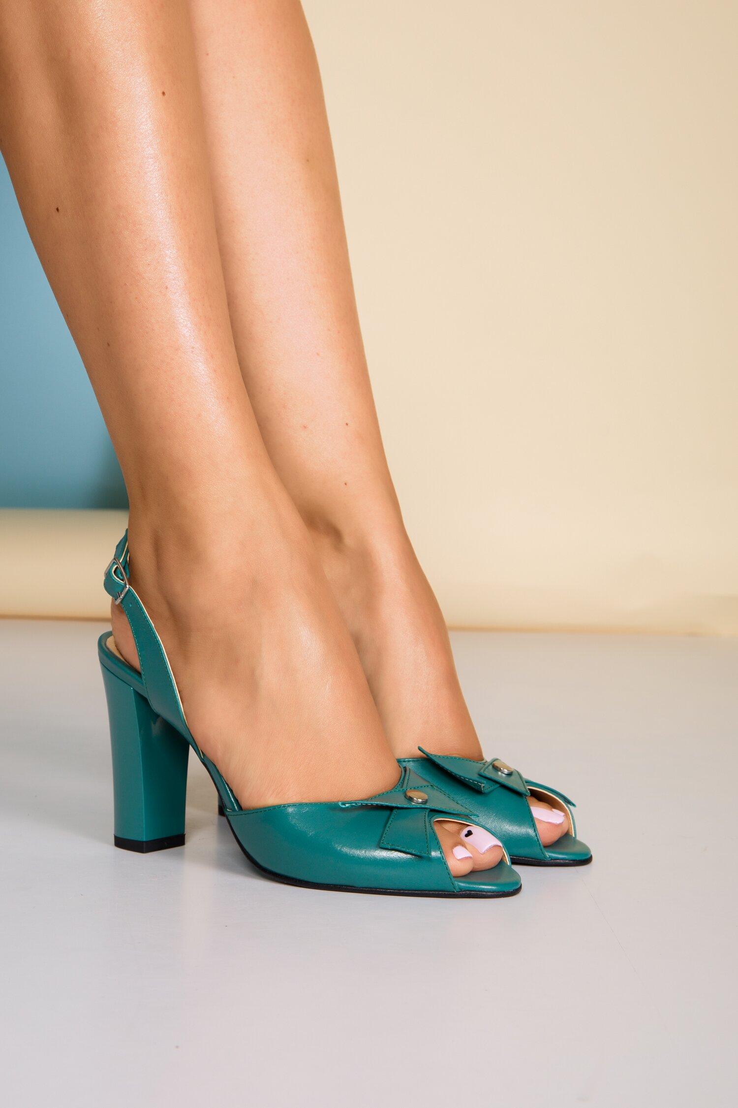 Sandale turcoaz din piele naturala cu aplicatie pe varf imagine