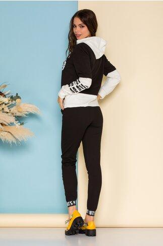 Trening BTS negru cu imprimeu pe bluza si la baza pantalonilor
