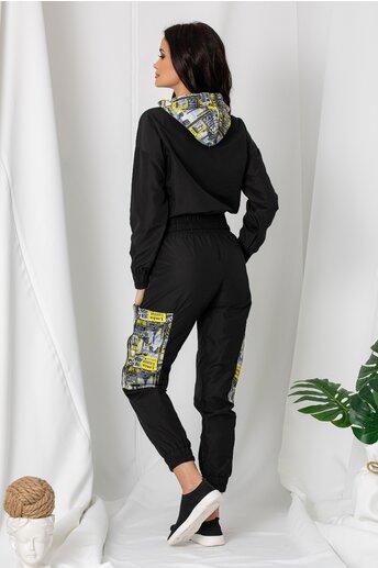 Trening negru din fas cu imprimeuri si pantaloni tip cargo