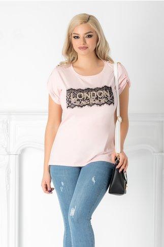 Tricou London roz cu aplicatie aurie si dantela la bust