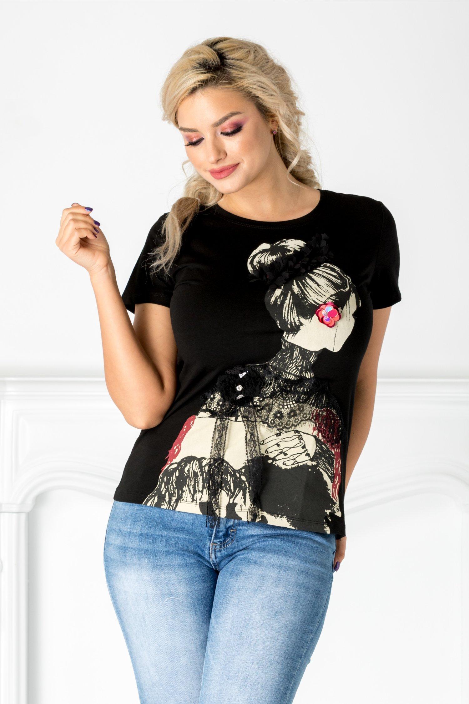 Tricou negru cu imprimeu si aplicatii din dantela