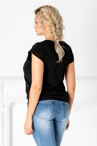 Tricou negru cu imprimeu si perlute la bust