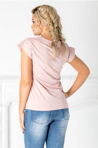 Tricou roz cu imprimeu si perlute la bust