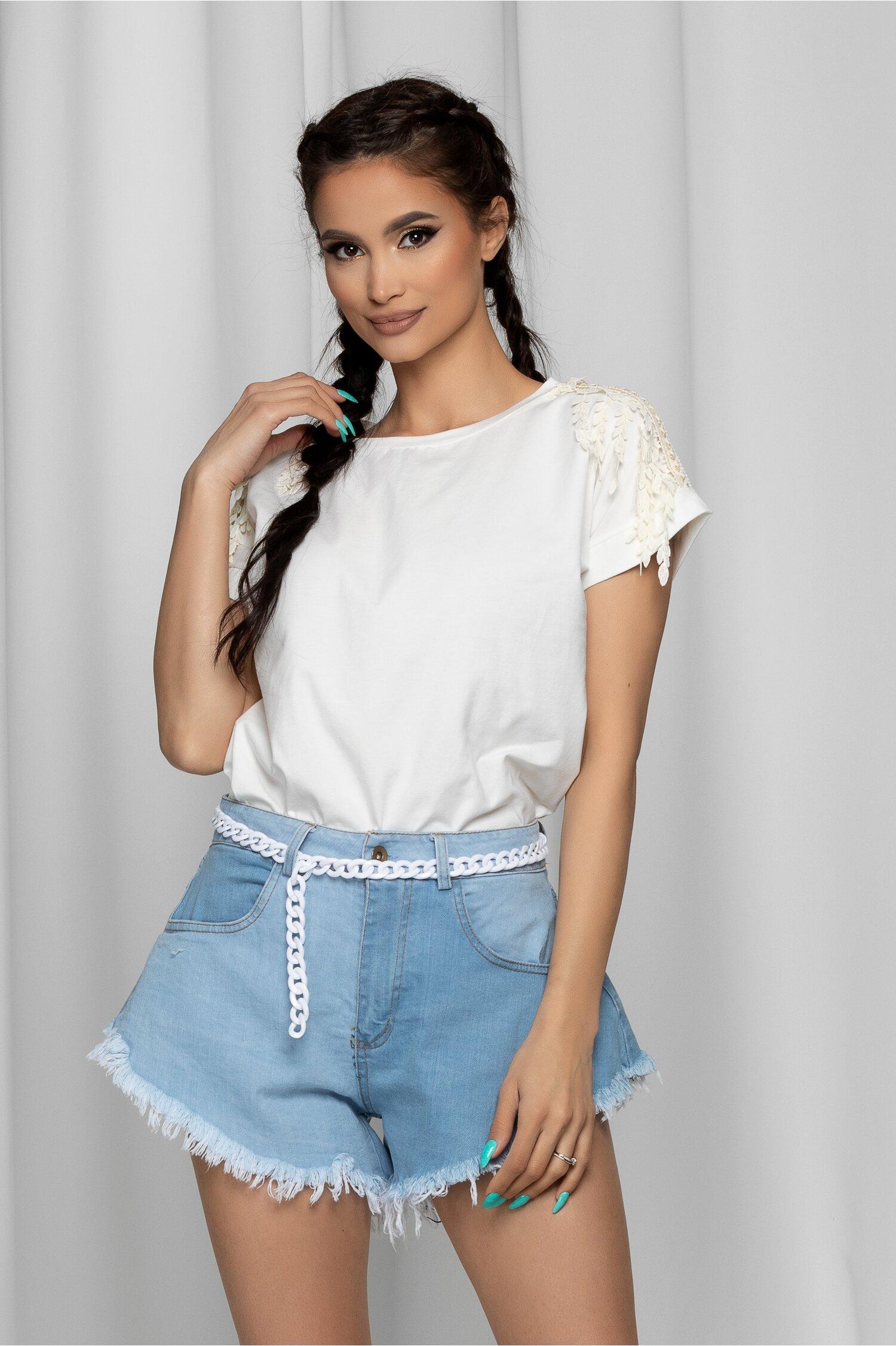Tricou Trisha alb cu franjuri din broderie la umeri