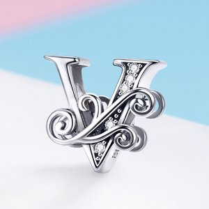 Talisman din argint cu Litera V din Poveste