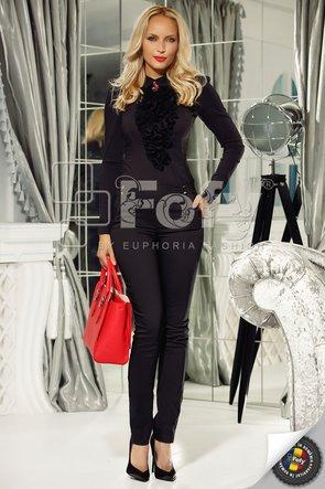Cămașă office neagră cu jabou maxi extravagant și broșă floare stilizată
