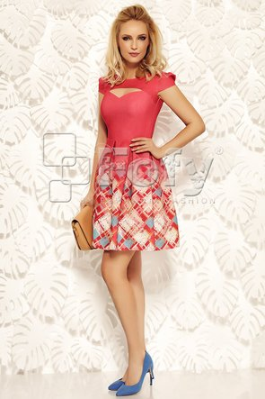Rochie corai cu decolteu decupat și imprimeu geometric