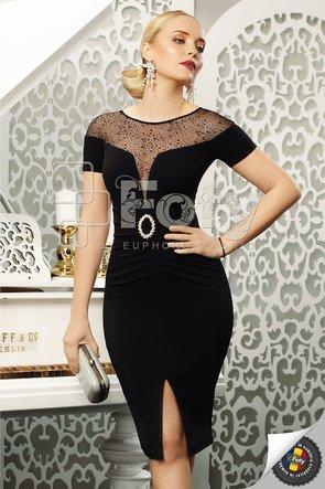 Rochie elegantă neagră cu decolteu amplu din tulle