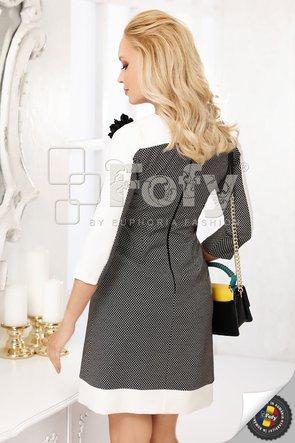 Rochie în A cu floare decorativă
