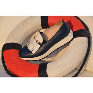 Pantofi casual bleumarin cu alb din piele naturala Klara cu franjuri si accesoriu