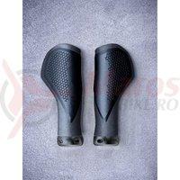 Mansoane Cube Natural Fit Grips Comfort negru/gri L