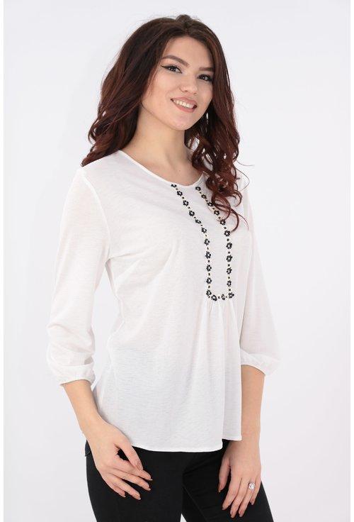 Bluza alba cu broderie florala alb-negru