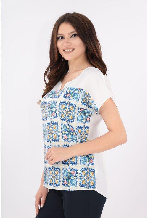 Bluza alba cu print albastru mozaic