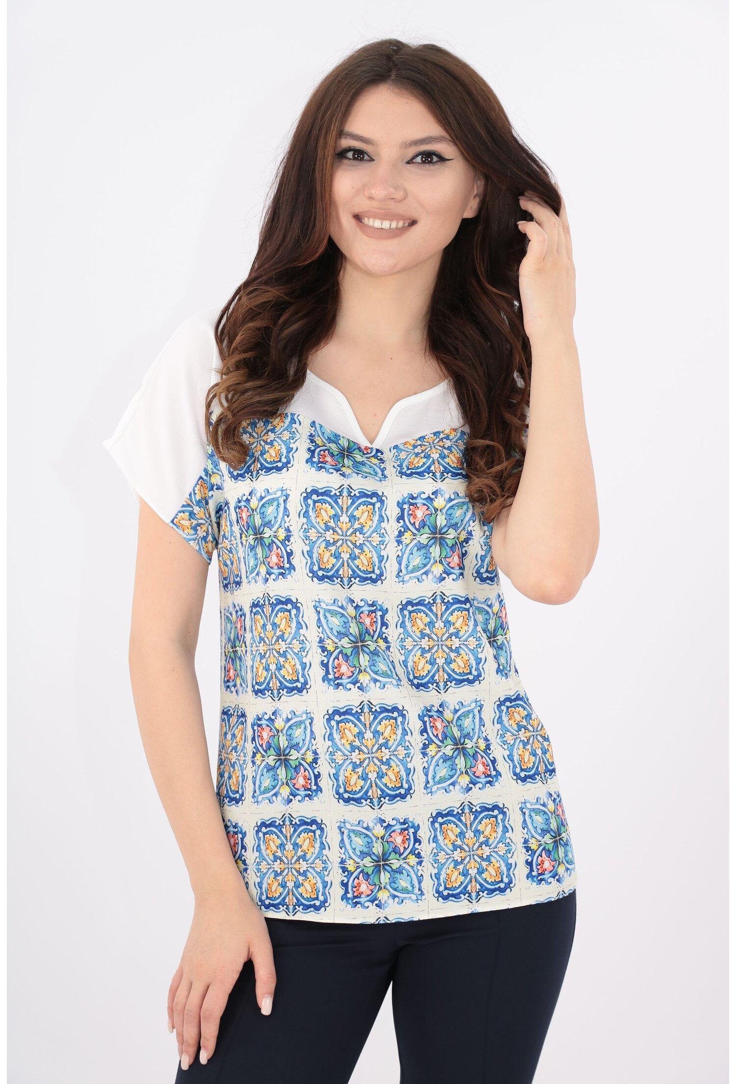 Imagine Bluza Alba Cu Print Albastru Mozaic
