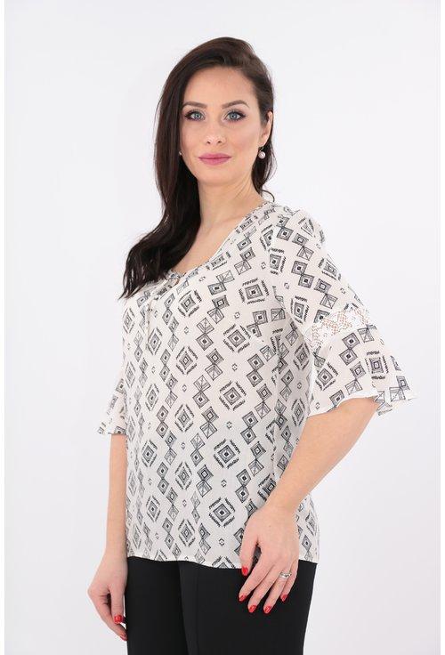 Bluza alba din vascoza cu print geometric