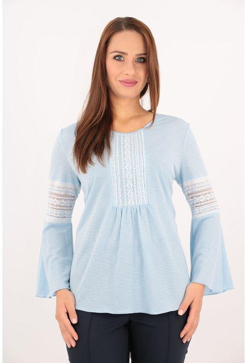Bluza bleu cu dantela aplicata