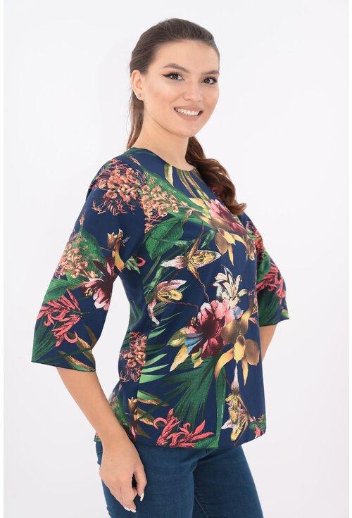 Bluza lejera bleumarin cu desen maxi floral verde-roz