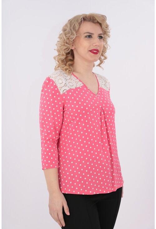 Bluza roz cu buline albe si dantela