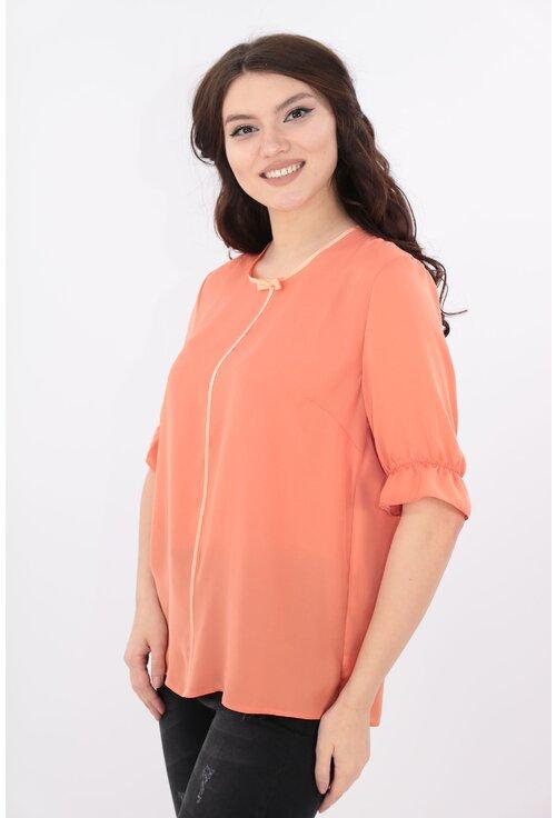 Bluza roz-piersica cu garnitura satinata