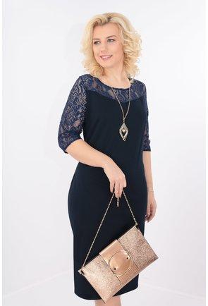 Rochie bleumarin cu dantela si colier auriu